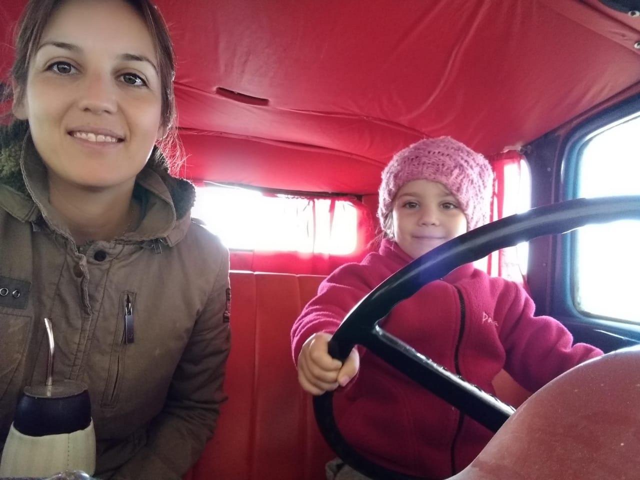 HISTORIAS DE VIDA: Es veterinaria, estudió en La Pampa y recorre el campo acompañada de su pequeña hija Victoria