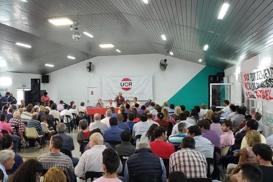 La Unión Cívica Radical pidió esclarecer la situación de los funcionarios vacunados en la provincia de La Pampa