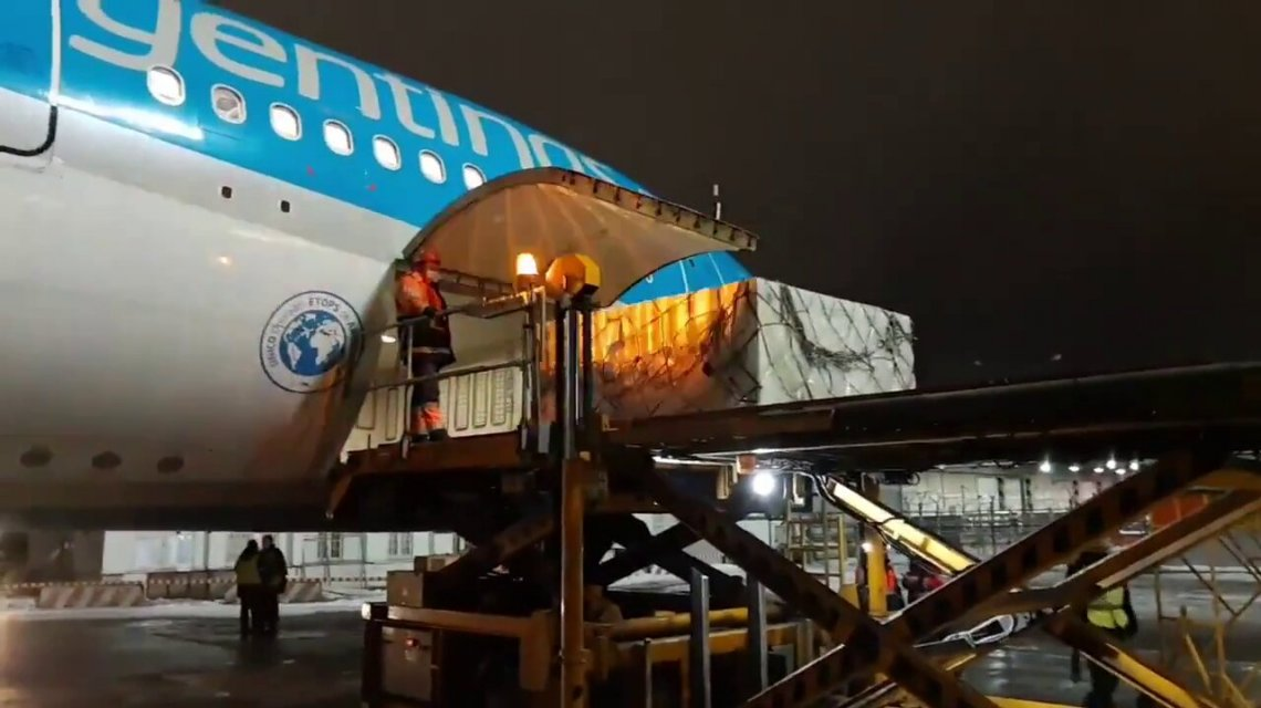 Cafiero y Vizzotti recibirán esta noche en Ezeiza al avión que trae las vacunas Sinopharm de China