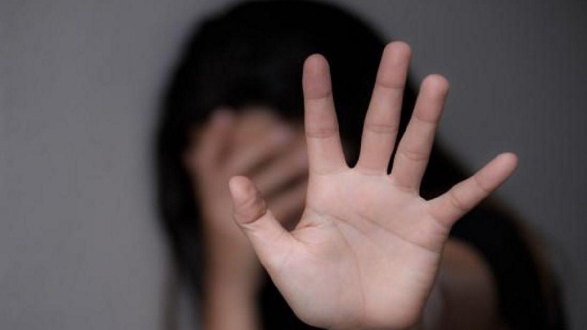Intento de femicidio en Santa Fe: Su pareja la apuñaló 27 veces hasta que se hizo pasar por muerta