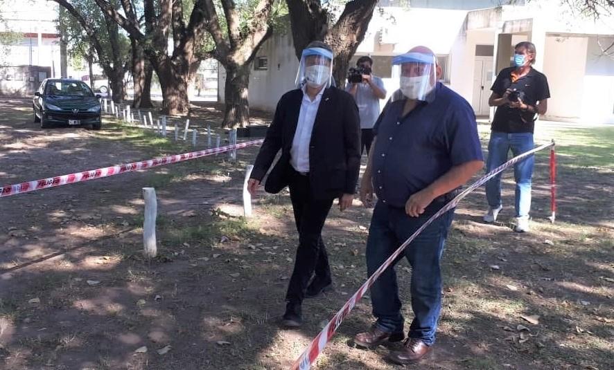 Con la visita del rector Oscar Alpa, los estudiantes de la Facultad de Veterinarias retomaron las actividades presenciales