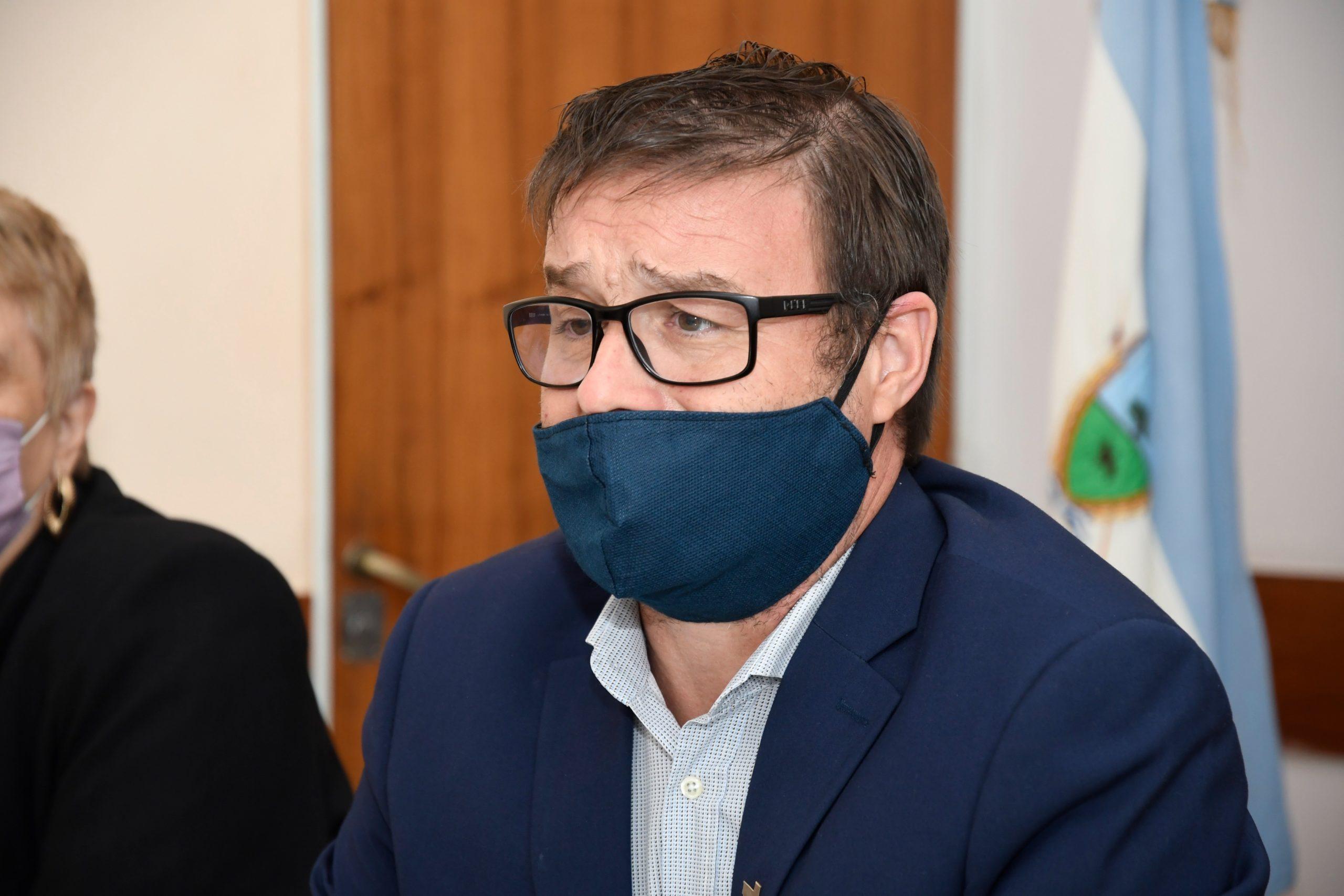 El Ministro de Educación de La Pampa confirmó que las escuelas podrán hacer uso de las calefacciones y que no se suspenderán las clases por una ola de frío