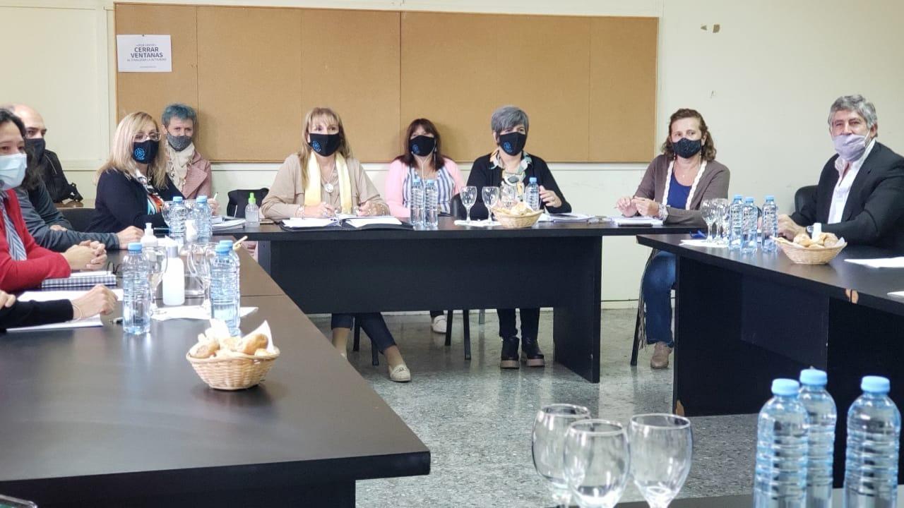 Paritarias docentes: Los gremios firmaron importantes acuerdos sobre condiciones laborales para el regreso a la presencialidad
