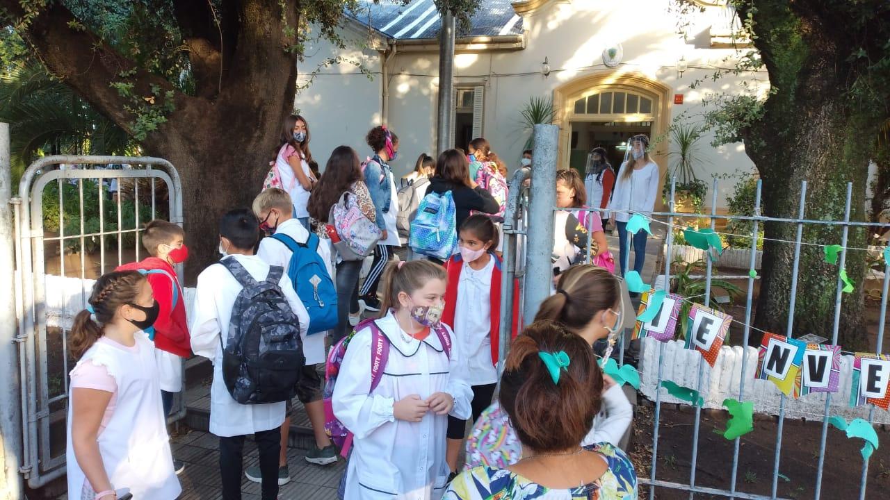 Comienzan las clases en La Pampa: Más de 95 mil alumnos y 8.500 docentes vuelven al aula divididos en burbujas, bajo protocolos y cuidados extremos
