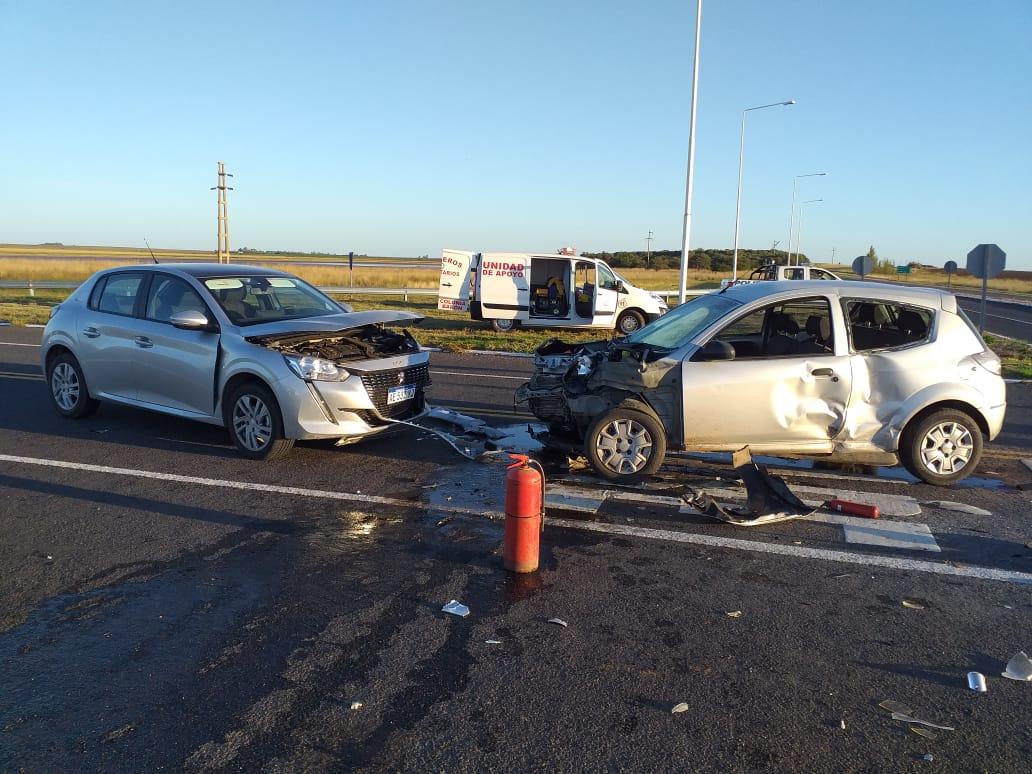 Triple choque en Ruta 10: En uno de los vehículos se trasladaban dos piquenses