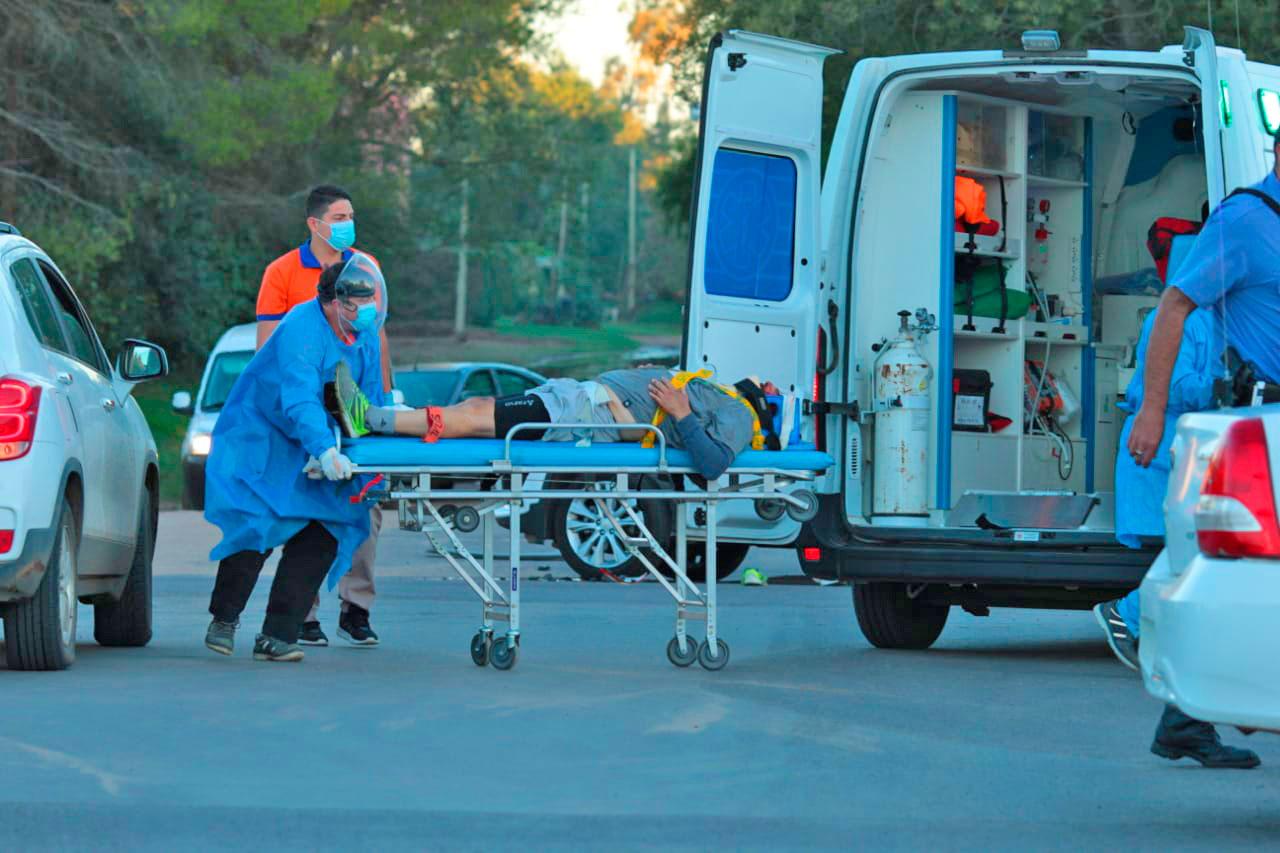 Grave accidente en calle 10 y Ruta 1: Ciclista fue atropellado por una camioneta y hospitalizado con una posible fractura en su pierna derecha