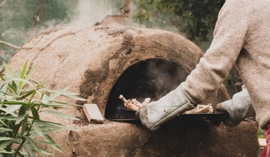 El INTA dictará un curso gratis para enseñar a construir hornos de barro y estufas a leña de alta eficiencia