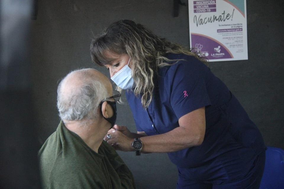 COVID-19: La Jefa de Vacunación del hospital local aseguró que se manejan entre 800 y 900 turnos diarios