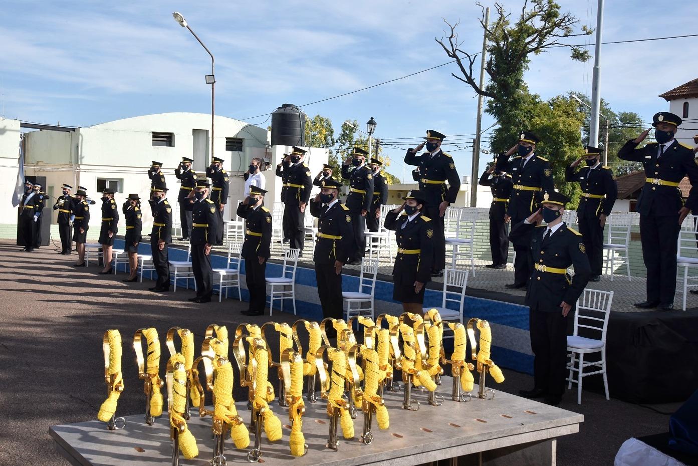Se desarrolló el acto ceremonial de egreso de oficiales ayudantes de la Policía de La Pampa