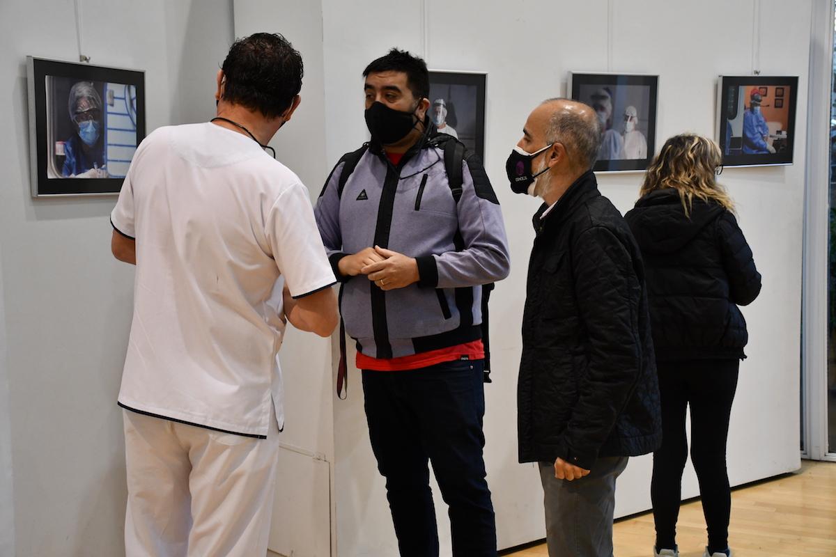 Personal de salud visitó la muestra fotográfica Esenciales