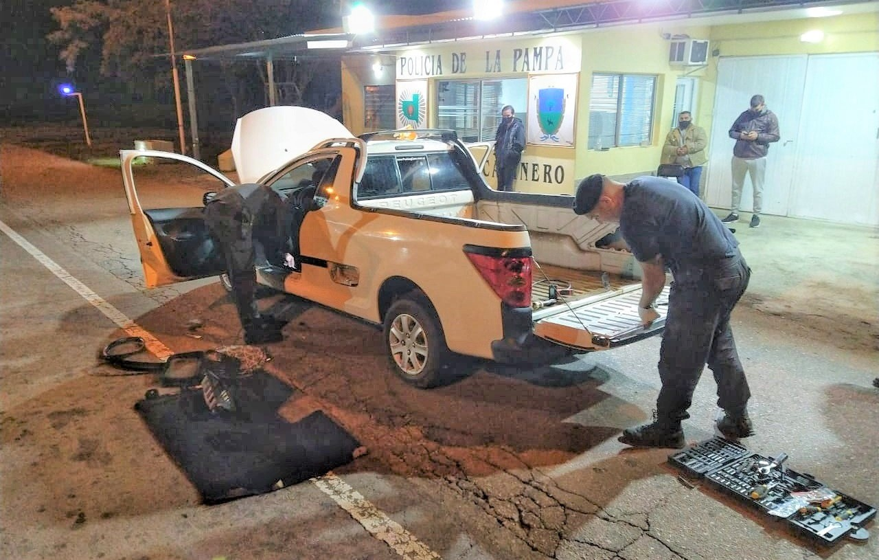 En un puesto caminero de La Pampa detuvieron a un paraguayo que llevaba más de 10 kilos de cocaína y más de 2 mil pastillas de éxtasis