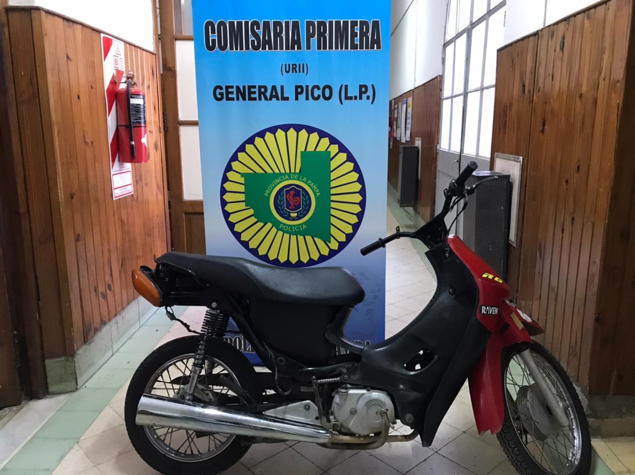 Personal de Comisaría Primera recuperó una moto que había sido robada y demoró a un hombre