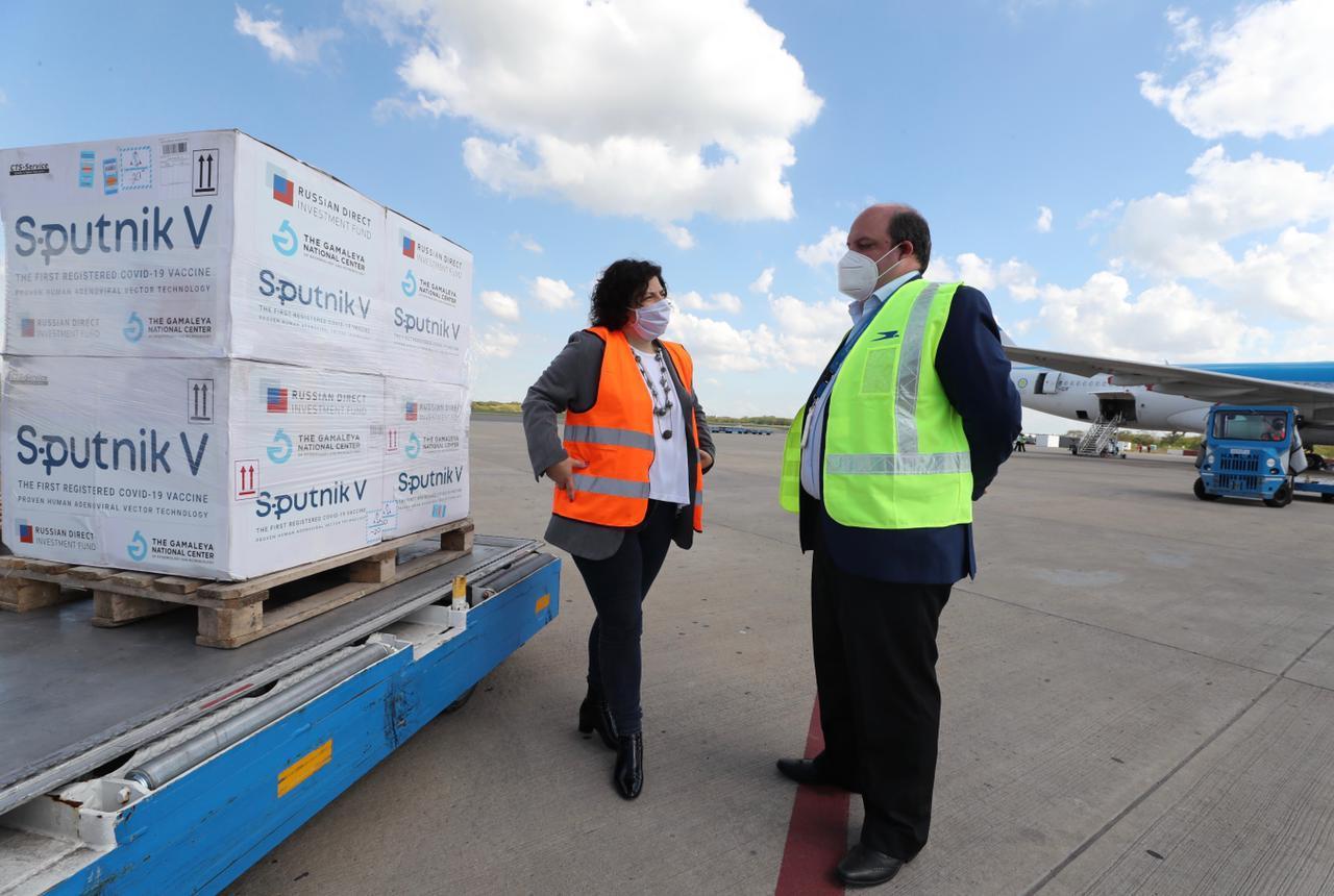 Esta semana llegaron más de 2 millones de vacunas: Arriba un avión de Aerolíneas Argentinas con 497.745 dosis de la Sputnik V