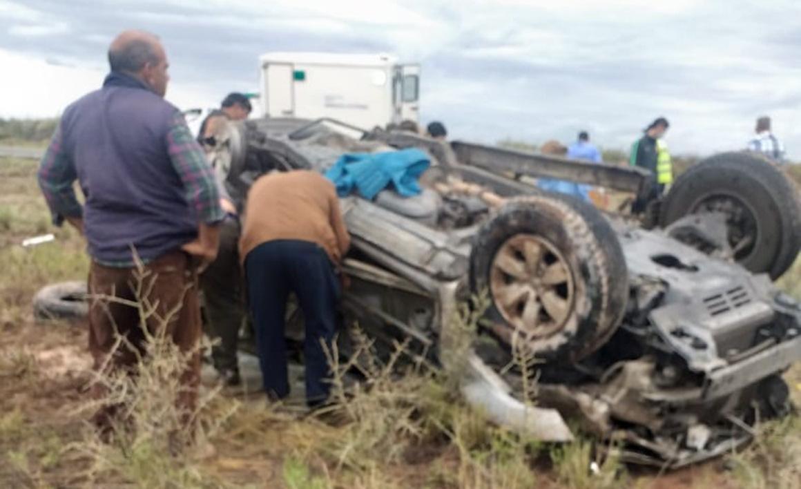 Roce de vehículos y vuelco fatal en Ruta 20: Falleció una mujer de 57 años