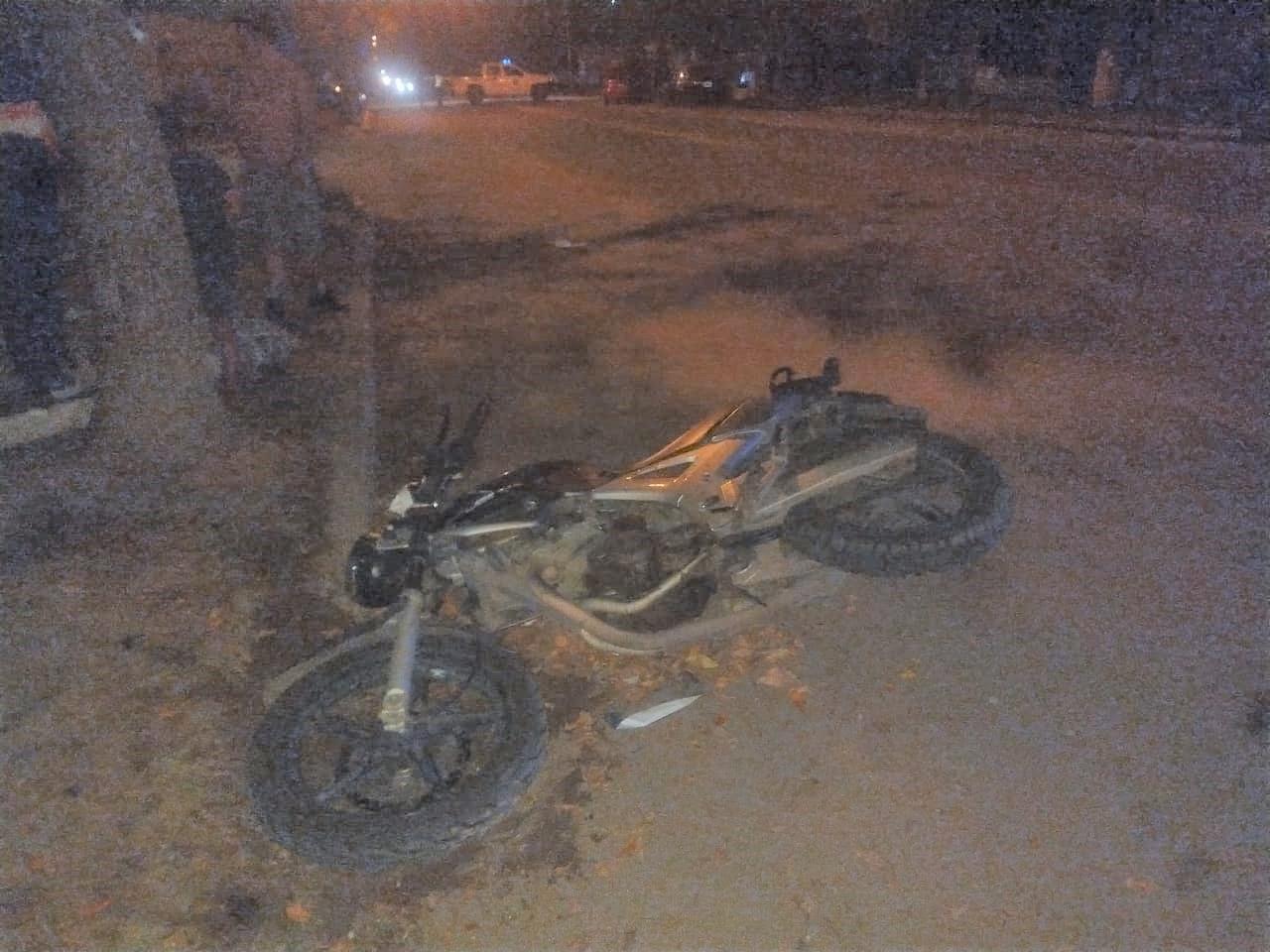 Choque entre auto y moto en calle 40 y 29 bis: Joven motociclista fue hospitalizado