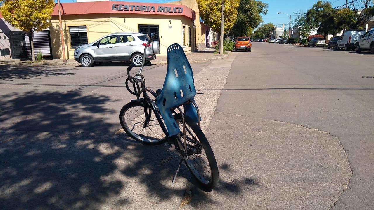 Otro accidente en calle 13 esquina 12: Una mujer ciclista fue hospitalizada