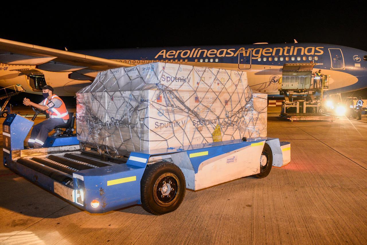 Llegaron al país 800.000 dosis más del componente 1 de la vacuna Sputnik V