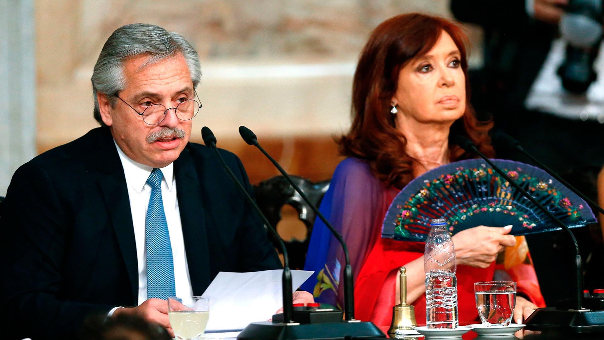 """Alberto Fernández y Cristina Kirchner reclamaron la soberanía sobre las Malvinas: """"Son y serán argentinas"""""""