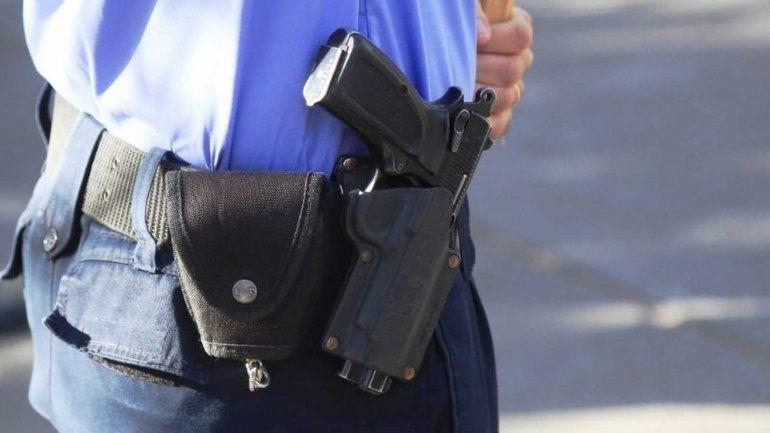 A un policía pampeano le retiraron el arma reglamentaria tras ser denunciado por violencia familiar
