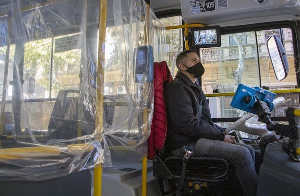 """Rosario: """"si es necesario hay que pasar frío"""", un infectólogo propuso colectivos sin ventanillas por la segunda ola de coronavirus"""