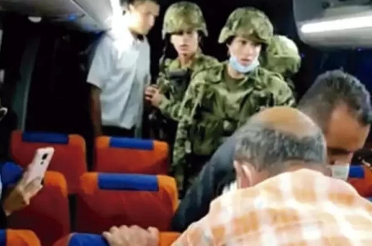Video: pasajeros de un bus en Colombia lincharon y mataron a golpes al ladrón que quiso asaltarlos
