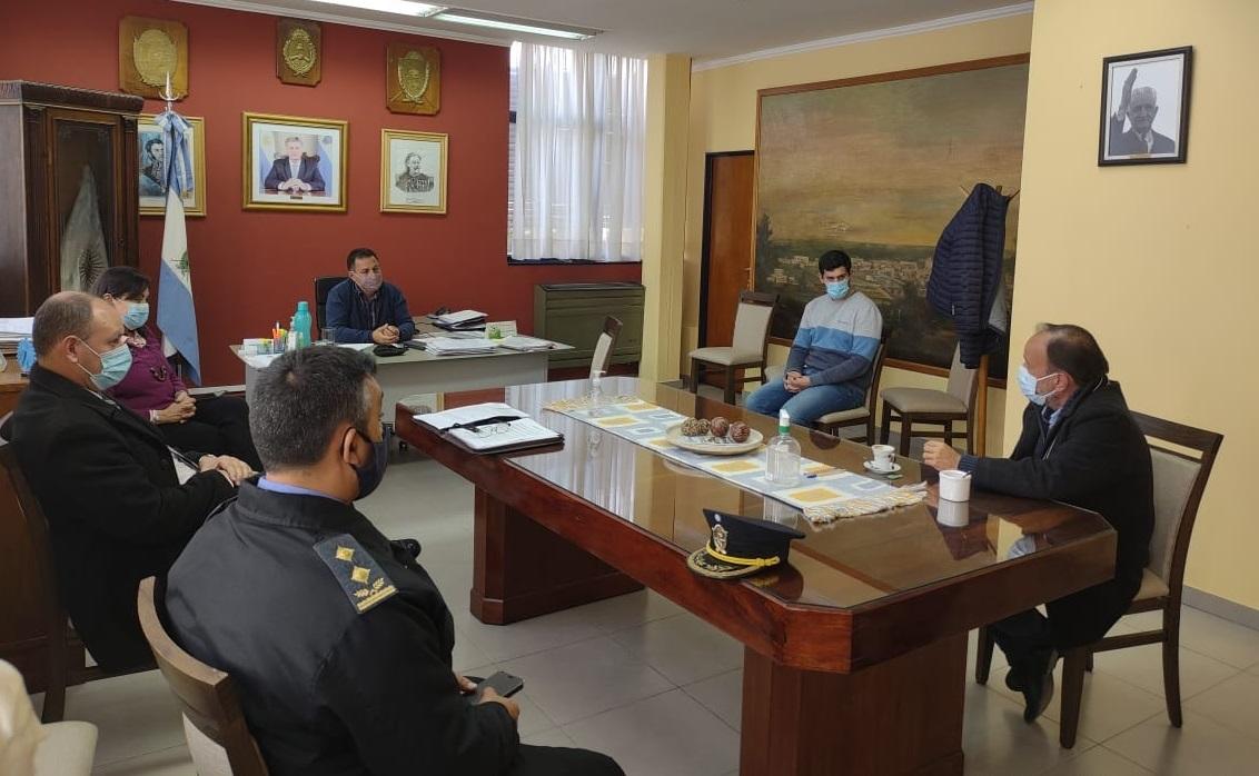 El ministro de Seguridad se reunió con los intendentes de General Acha y La Adela