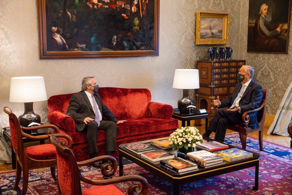 Alberto Fernández fue recibido por su par de Portugal en el inicio de su gira por Europa