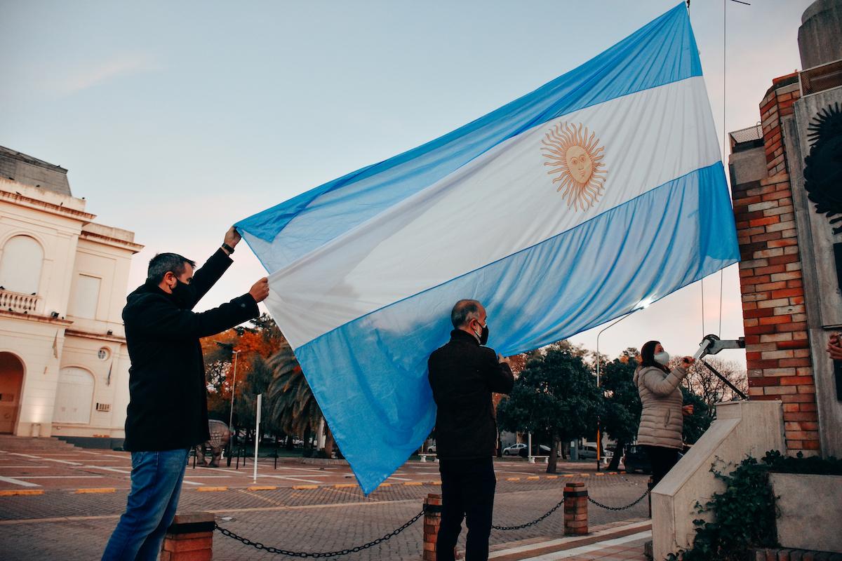 Sin acto por la pandemia, en General Pico solo se izó la bandera Argentina