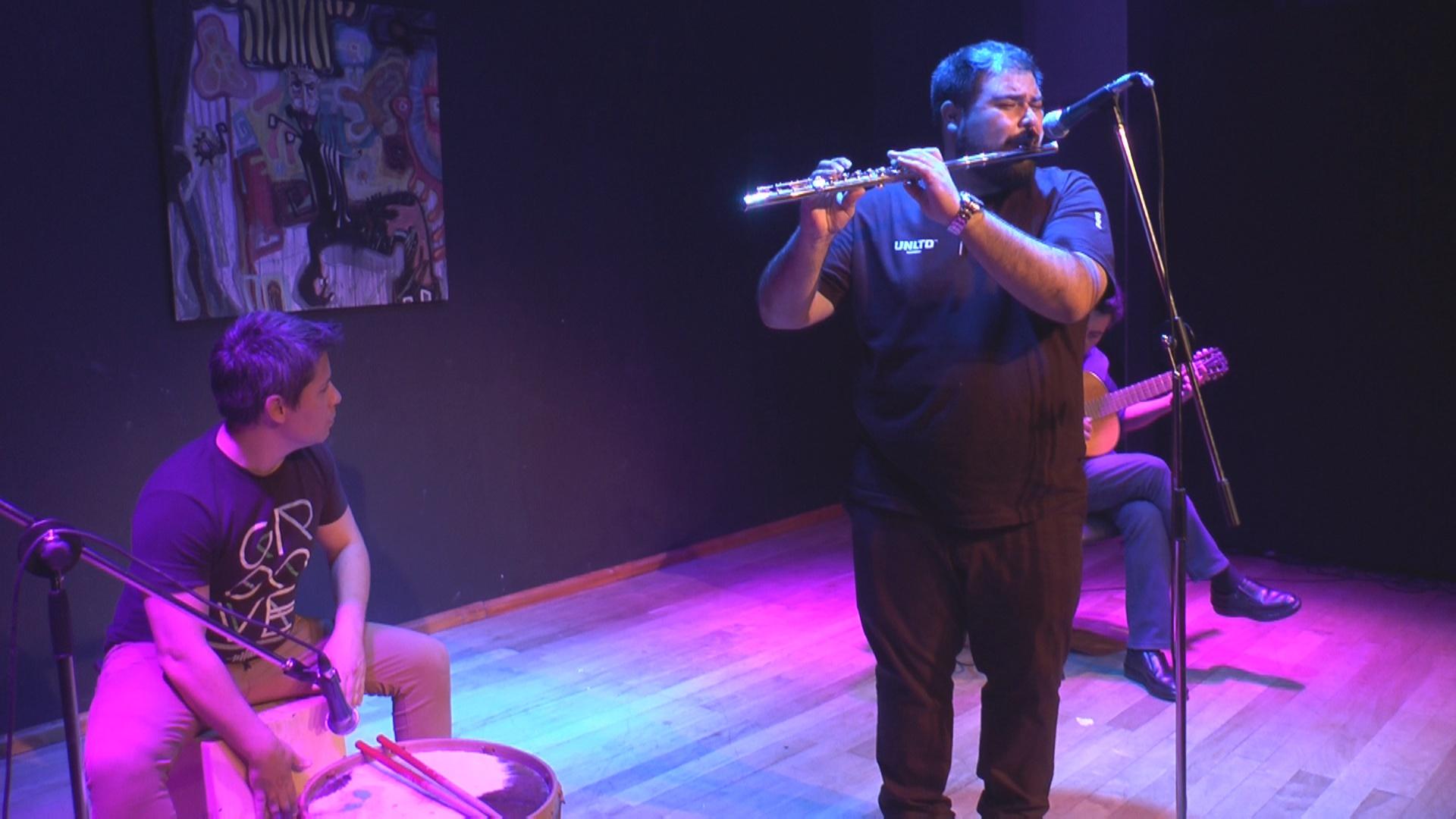 """""""Domingos en casa"""": Esta noche se presenta Silvano Fuentes Trío con su repertorio popular folklórico"""