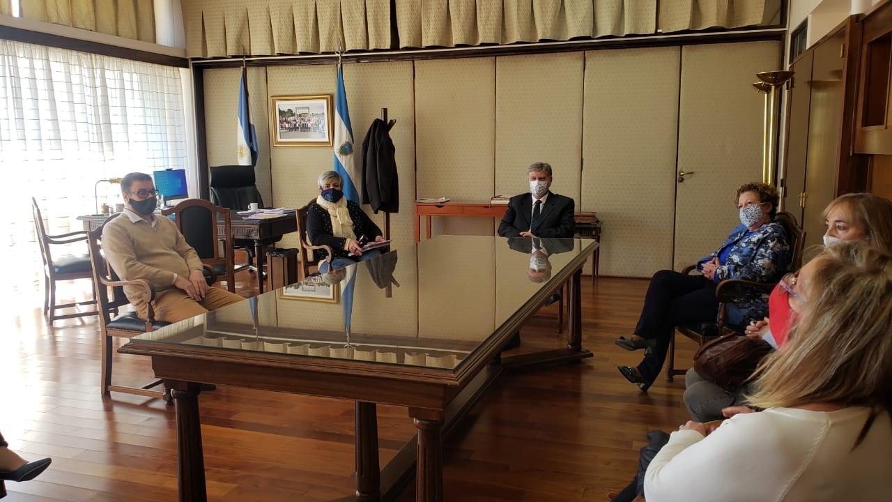 Ziliotto esta reunido con los gremios docentes por el pedido que realizaron de la suspensión de la presencialidad en algunas localidades