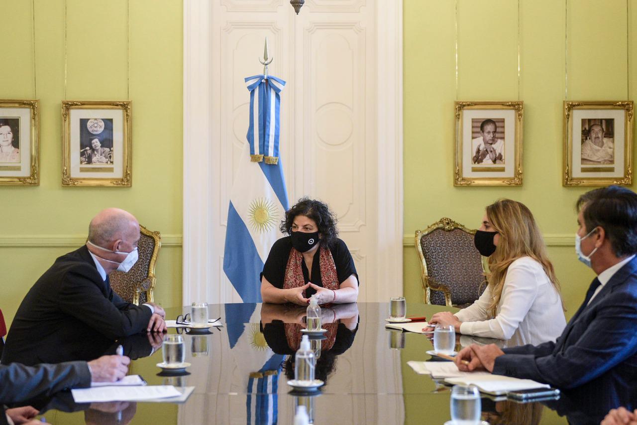 Carla Vizzotti y Cecilia Nicolini se reunieron con el embajador británico en Argentina por la vacuna de Oxford-AstraZeneca
