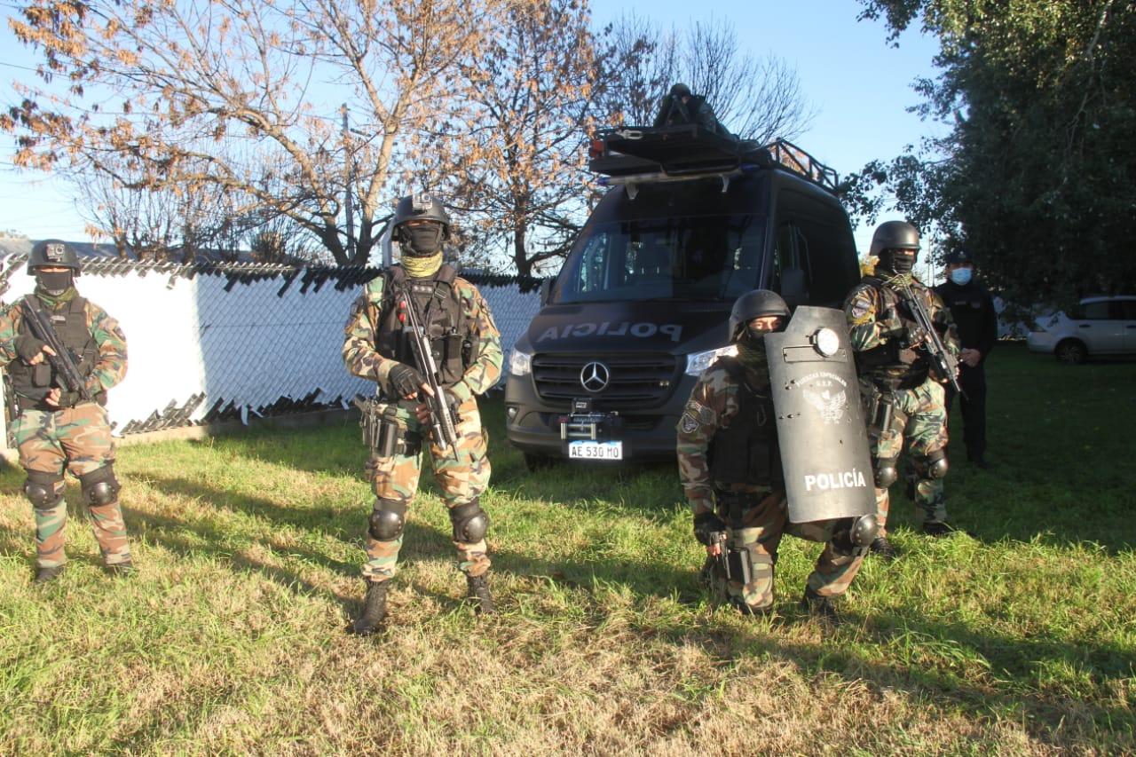 Entregaron un nuevo vehículo equipado especialmente para el Grupo Especial de General Pico con una inversión superior a $5.200.000