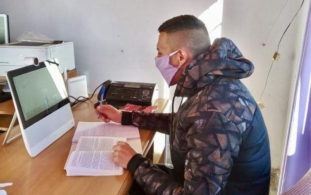 La Universidad de La Pampa está acondicionando computadoras para que los estudiantes que estén privados de la libertad puedan continuar estudiando