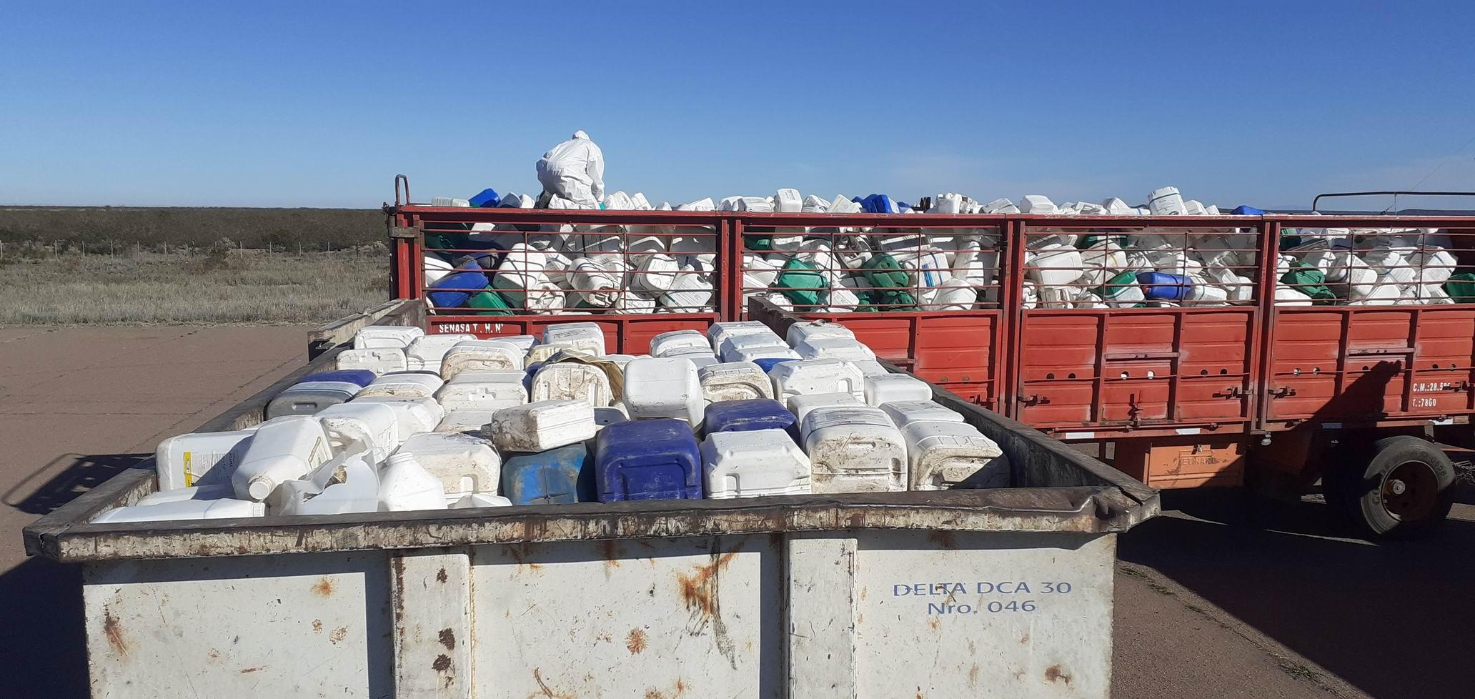 Recolectaron más de 3000 envases vacíos de fitosanitarios en Casa de Piedra y 25 de Mayo