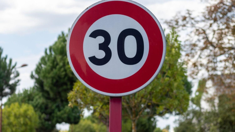 Concejales piquenses estudian  la posibilidad de reducir la velocidad de 40 a 30 km en zonas urbanas