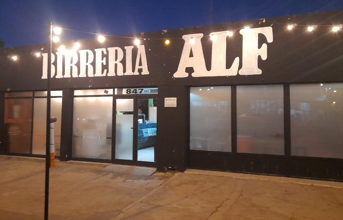 """La birrería ALF cerró su segundo local en dos meses y en total quedaron seis personas sin trabajo: """"Es un sueño que tuvimos y no se pudo lograr"""""""