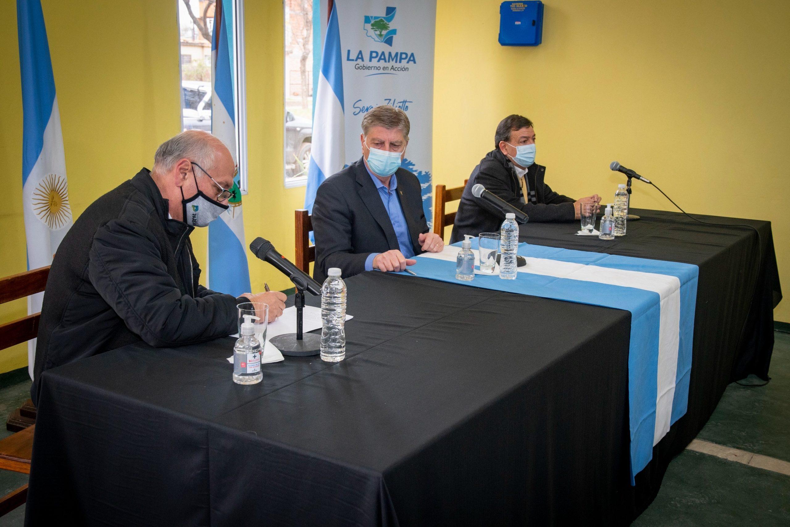 El gobernador Sergio Ziliotto firmó convenios para infraestructura en Parera, Rancul y Conhello
