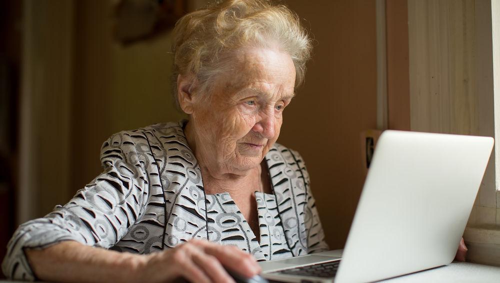 PAMI lanza una plataforma con 7 mil talleres y cursos universitarios gratuitos para personas mayores