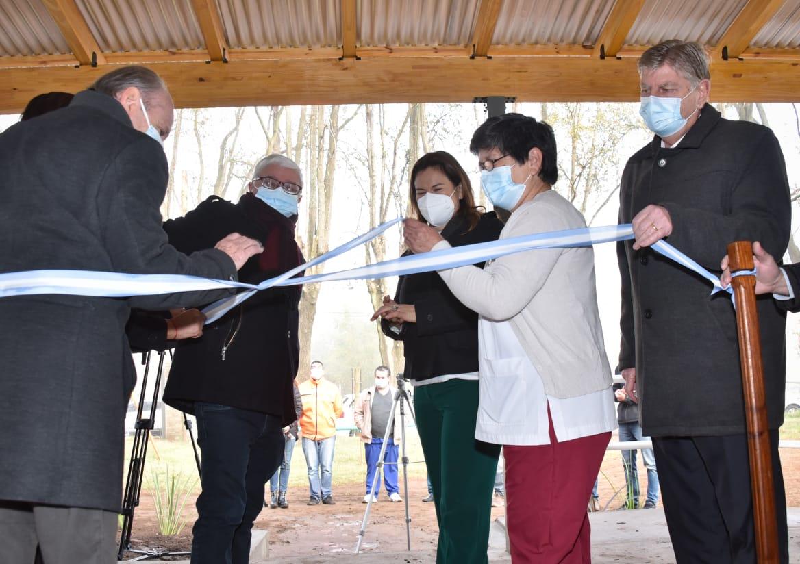 Inauguraron la posta de Trebolares y firmaron la construcción de la canilera, una obra para la cría de pollos y una planta de faena avícola