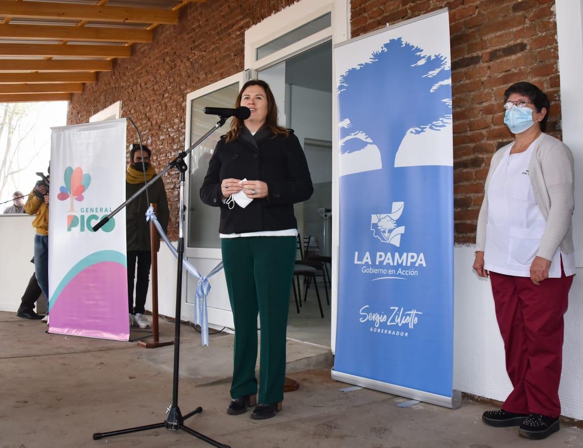 Fernanda Alonso habló sobre la visita del gobernador: «intensificar la generación de empleo, el mercado interno de un producto como es el pollo, además de resolver una deuda pendiente que es poder relocalizar la canilera»