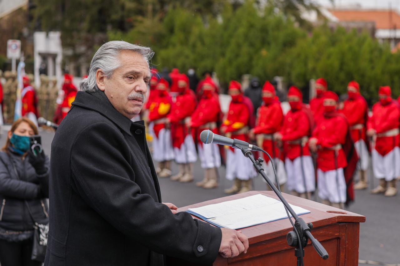 """Alberto Fernández encabezó el acto por el bicentenario del fallecimiento de Güemes en Salta: """"Voy a trabajar por reconstruir un país federal"""""""