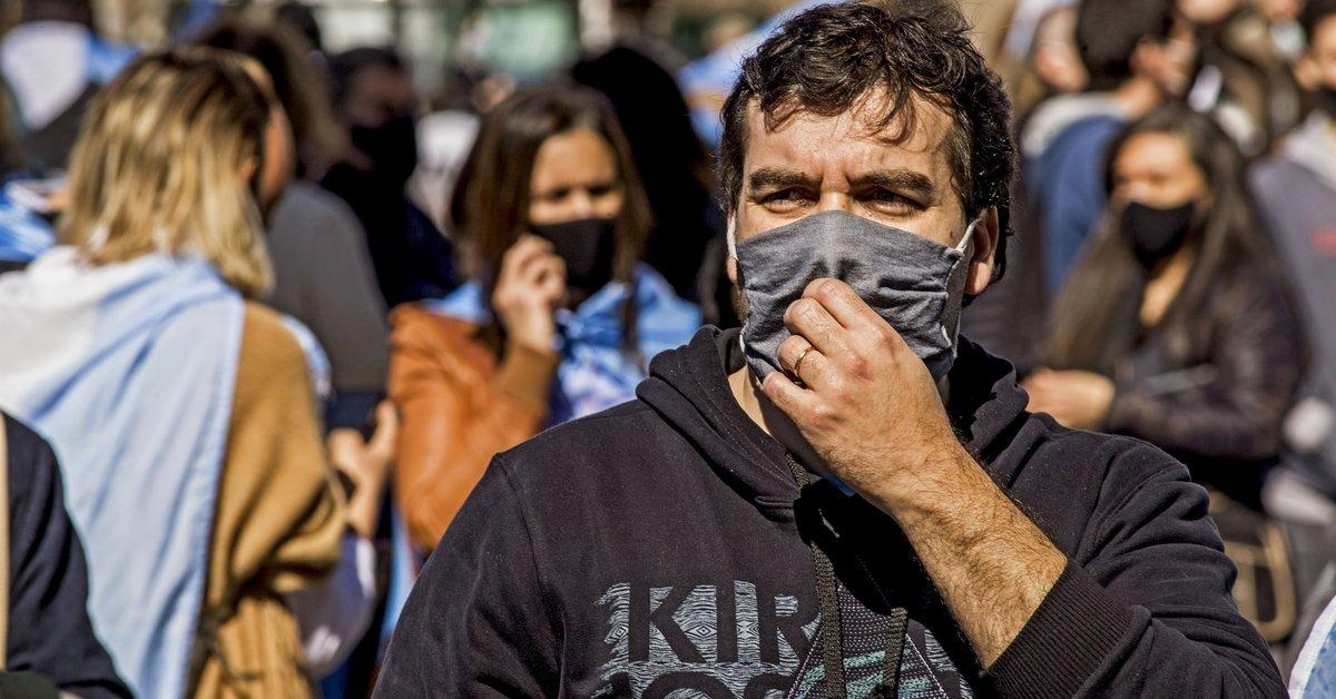 Más de 60 personas deberán pagar 25 mil pesos por circular sin barbijo en Neuquén