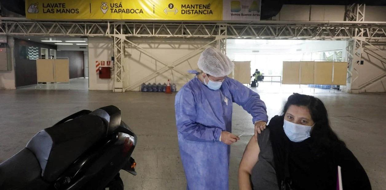 """Vizzoti ratificó que """"se va a completar el esquema de vacunación"""" con las dos dosis"""