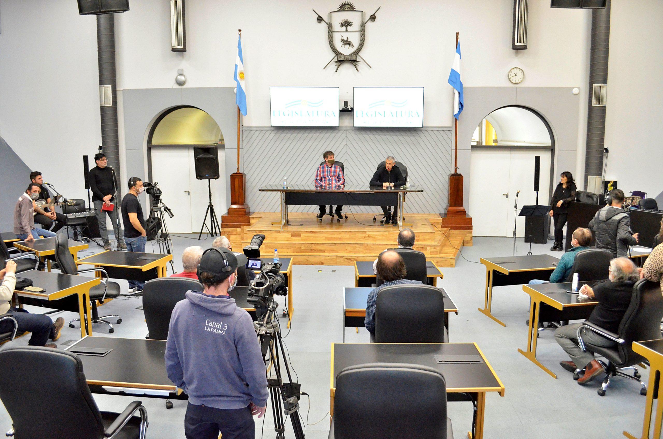 """Grabación del programa especial """"Los olvidados del agua"""": """"será un latido poderoso de nuestro pueblo pampeano"""", celebró Mariano Fernández"""