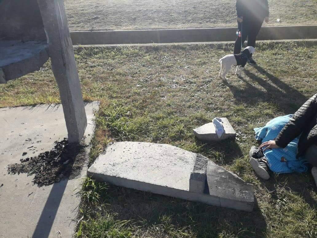 Se le cayó una parrilla a un niño de 5 años en el Paseo Belgrano y le provocó una fractura de fémur