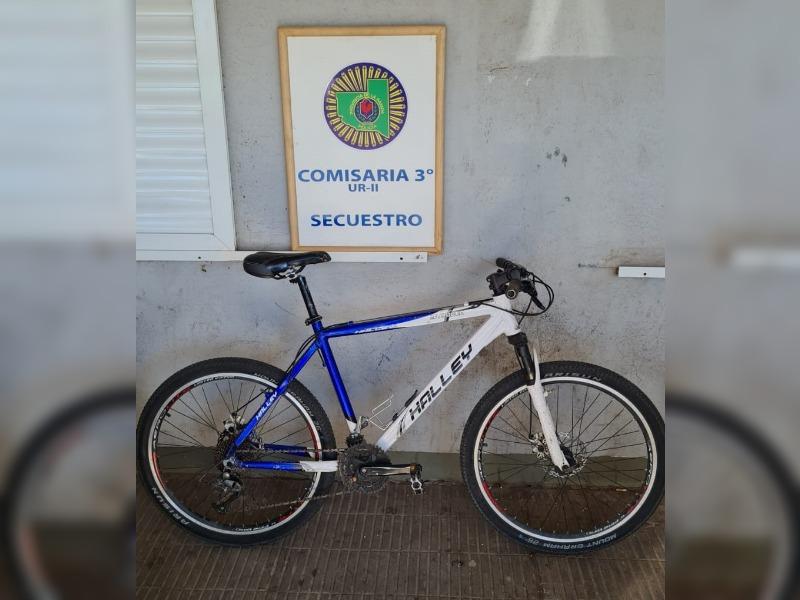 Personal de Comisaría Tercera recuperó una bicicleta robada y demoró a una persona en barrio Rucci