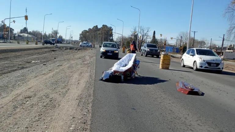 Neuquén: Un coche fúnebre perdió el cuerpo en plena Ruta 22