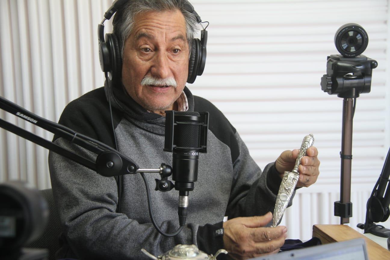 """Coco Sanez, artesano y platero de General Pico: """"La artesanía es única y es parte de la cultura"""""""
