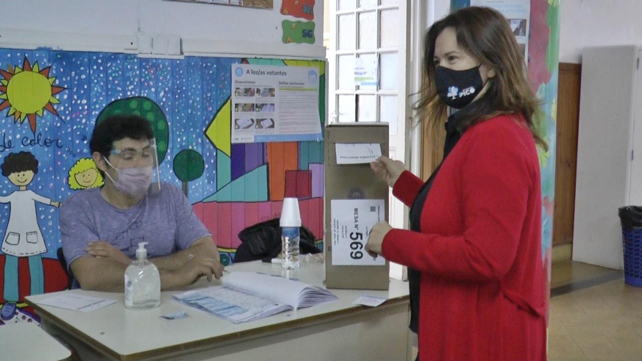Fernanda Alonso, Intendenta de General Pico, votó y remarcó que cada elección es una fiesta de la Democracia