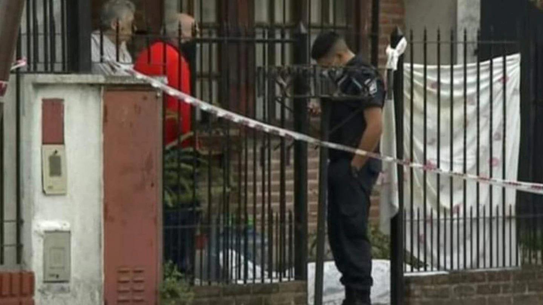 Quilmes: Asesinaron a un chico de 17 para robarle cuando iba al colegio, cayó muerto en la entrada de su casa